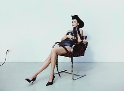 Hande Yener'den 20'nci Yıl Özel Albümü 'Carpe Diem'